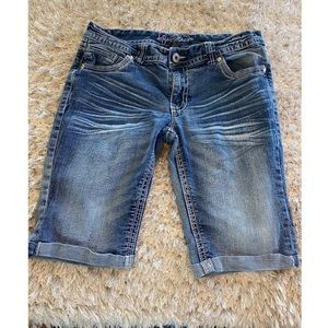 Ariya Bermuda Jean Shorts Size 11/12